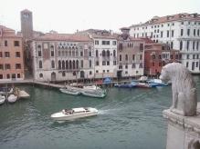 Leone marmoreo contempla il Canal Grande