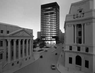 Edificio Torre alla City di Mies van Der Rohe, approvato due volte nel 1968 e nel 1985, poi bloccato per problemi con le concessioni